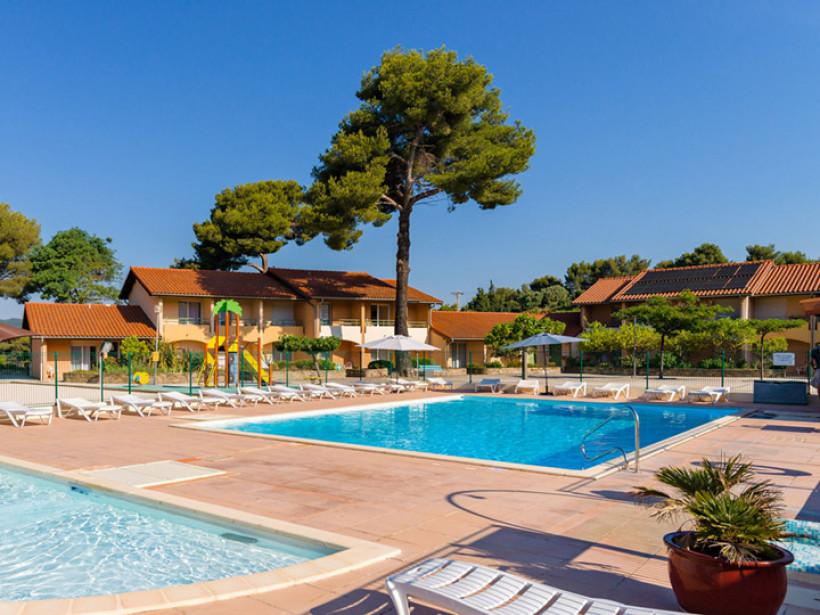 Se ressourcer dans un village vacances avec piscine