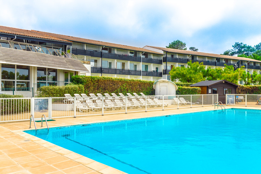 Village de vacances anglet azureva location r sidence for Piscine hendaye