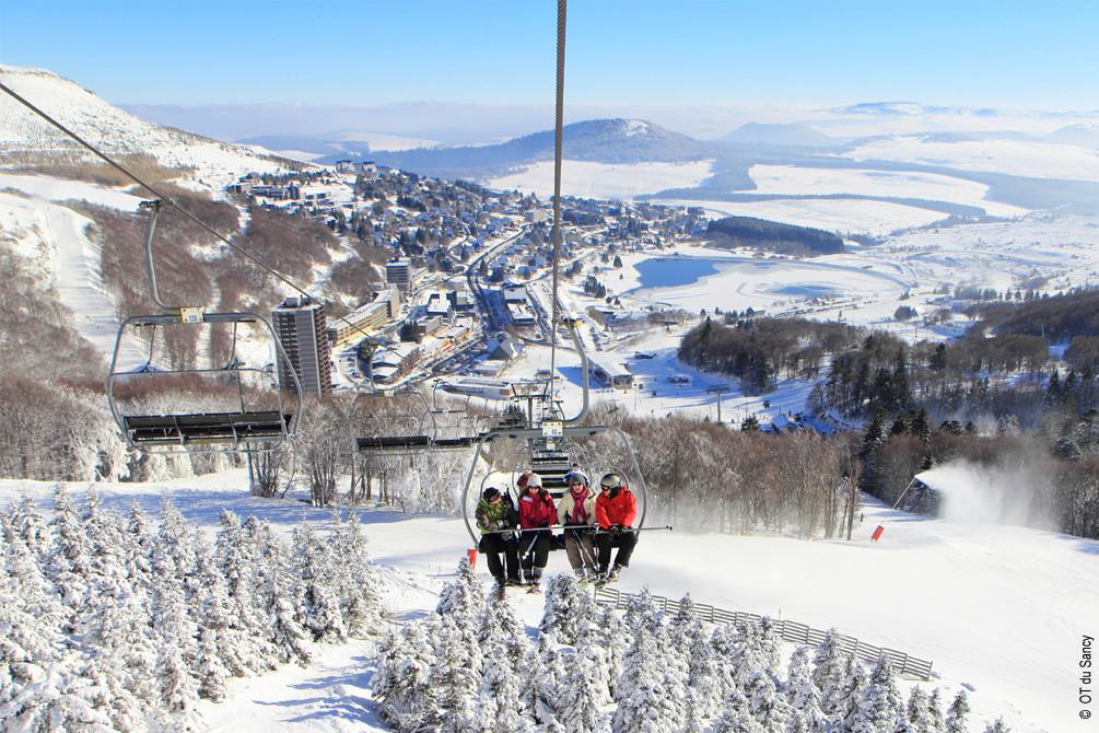 vacances massif central murol neige