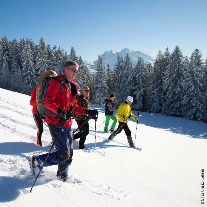 village vacances neige la clusaz raquettes