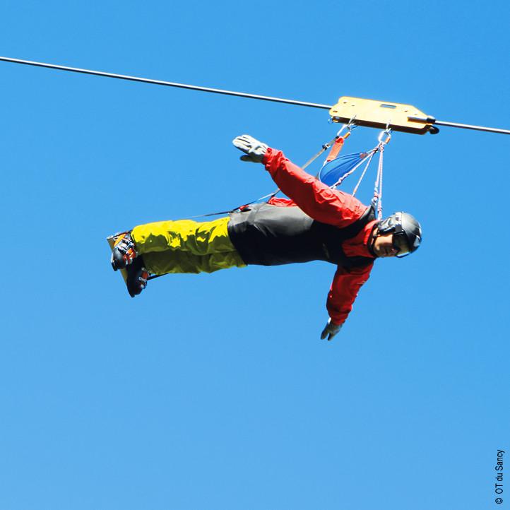 village vacances sport murol tyrolienne